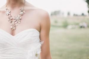 花嫁 デコルテ